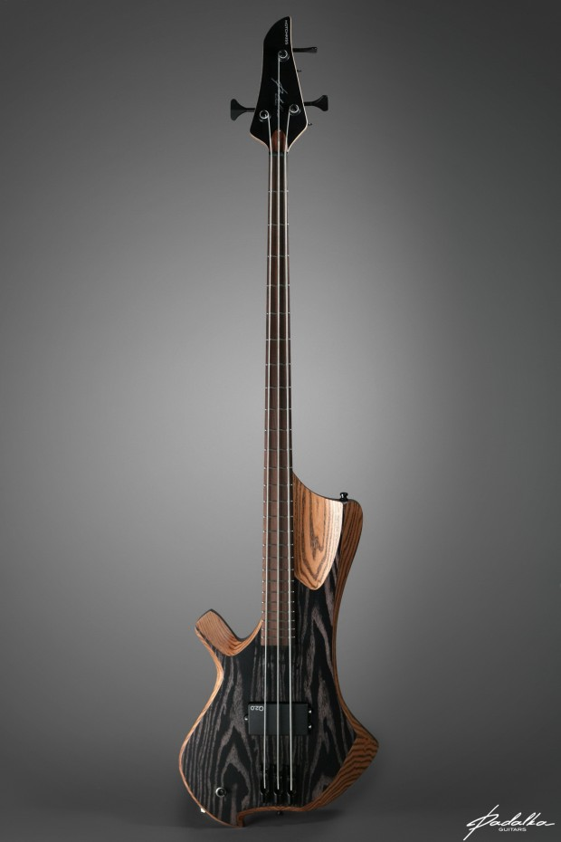 Ennea Hotchkiss made by Padalka Guitars equipped with q-tuner pickups