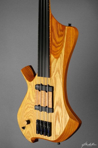 Ennea bass-4 Ceres by Padalka Guitars with Q-tuner j-bass pickups
