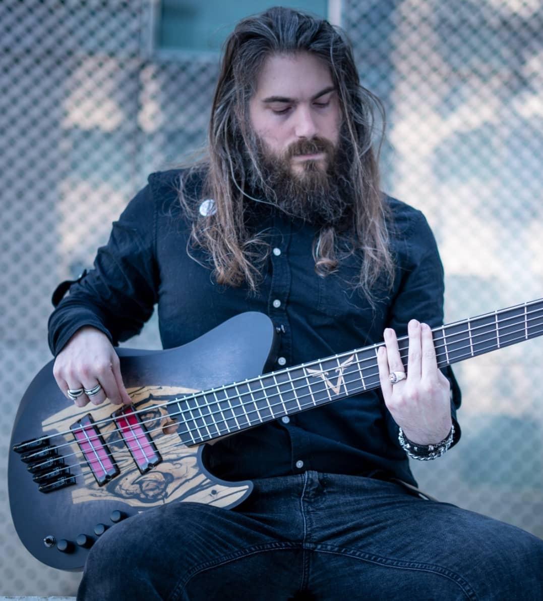 Valentin Hauser skervesen signature bass q-tuner pickups